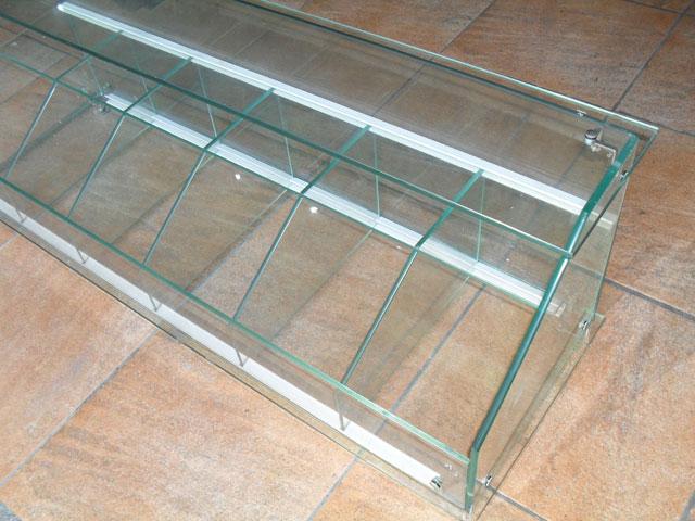 vends vitrine pour magasin en verre avec tagre en verre
